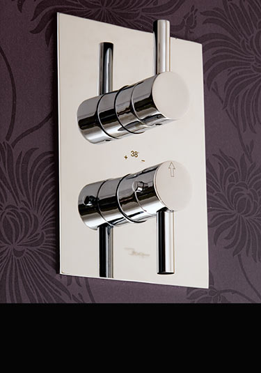 robinets de douche thermostatiques commandes de m langeurs de douche livinghouse. Black Bedroom Furniture Sets. Home Design Ideas