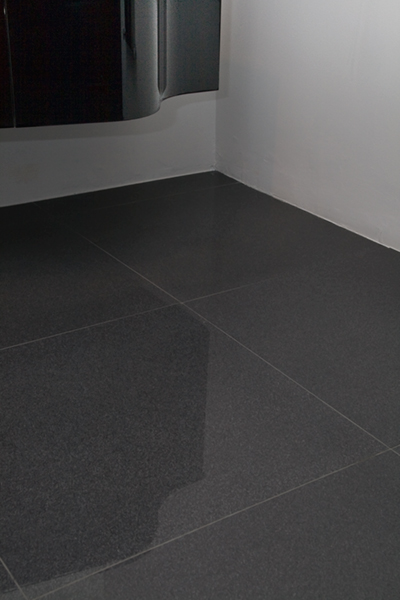 Carrelage gris brillant ou mat for Carrelage noir brillant