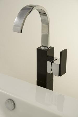 Robinetterie de salles de bain noire becs de remplissage for Robinetterie salle de bain design
